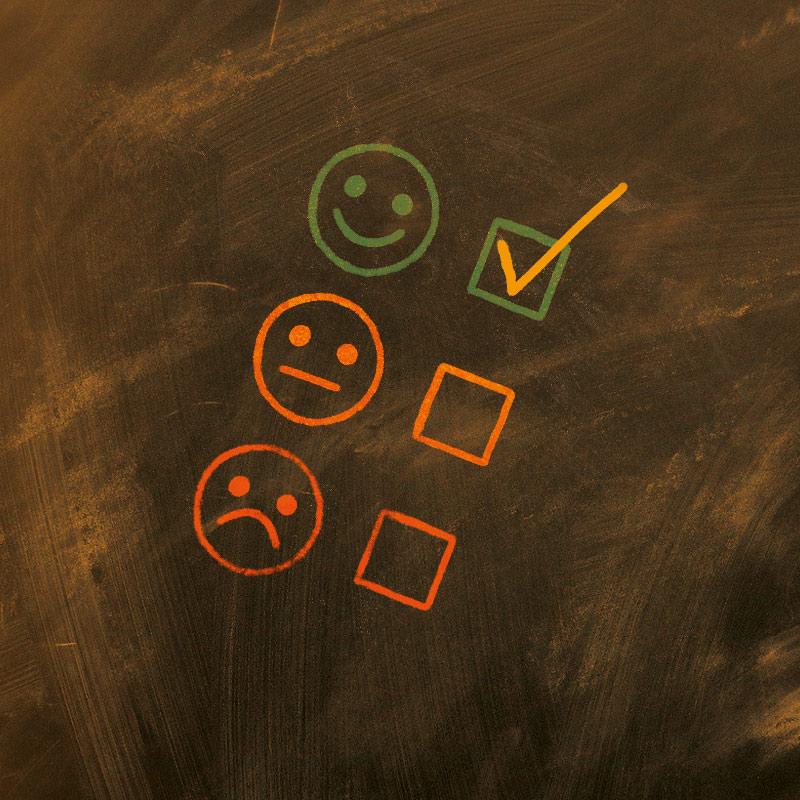Eine Smiley-Ampel zeigt das Ziel. Nach einer LRS Therapie bei Angela Rohr kann man lachen und die deutsche Sprache sicher anwenden.
